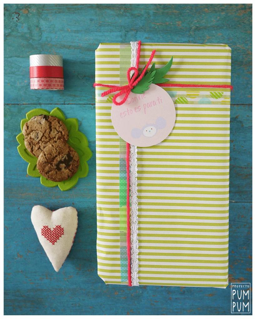 Materiales: etiquetas Pum Pum, washi tape, cinta de encaje, lana, goma eva y papel de envolver.
